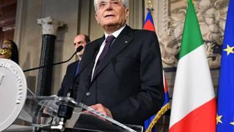 Der italienische Staatspräsident Mattarella hat am Montagabend die Bildung einer Regierung zwischen den Parteien für gescheitert erklärt.