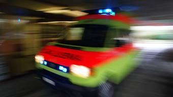 Beim Versuch in ein geschlossenes Fussballstadion zu klettern hat sich eine Frau in Winterthur schwer verletzt. (Symbolbild)