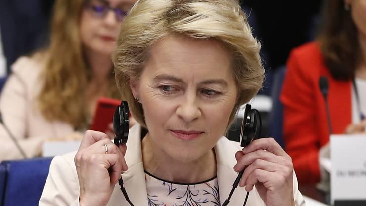 Die EU-Kommission von Ursula von der Leyen kann nicht wie geplant, am 1. November ihre Arbeit aufnehmen. Die Spitze des EU-Parlaments hat am Mittwoch die am 23. Oktober geplante Billigung der Kommission von der Tagesordnung des EU-Parlaments genommen. (Archiv)