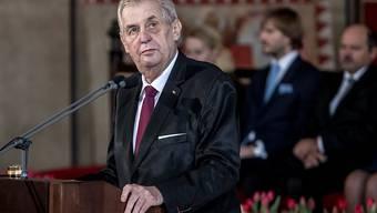 Nach zahlreichen Dementi: Tschechiens Präsident Milos Zeman hat öffentlich erklärt, sein Land habe auch mit dem Nervengift Nowitschok experimentiert. (Archivbild)