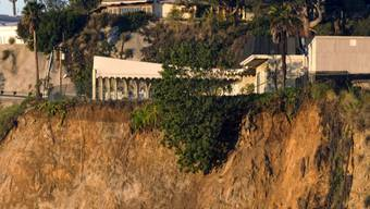 Mehrere Luxus-Villen am Rand von Los Angeles sind vom Erdrutsch in den Hügeln von Hollywood gefährdet.