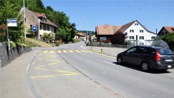Verschiedene Varianten wurden geprüft: Bei der Bushaltestelle «Post» sind – in beiden Richtungen – Buchten mit einem Betonbelag vorgesehen.