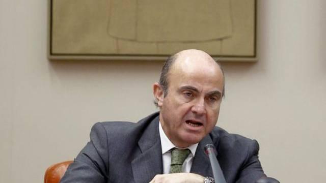 Wirtschaftsminister Luis de Guindos im Madrider Parlament
