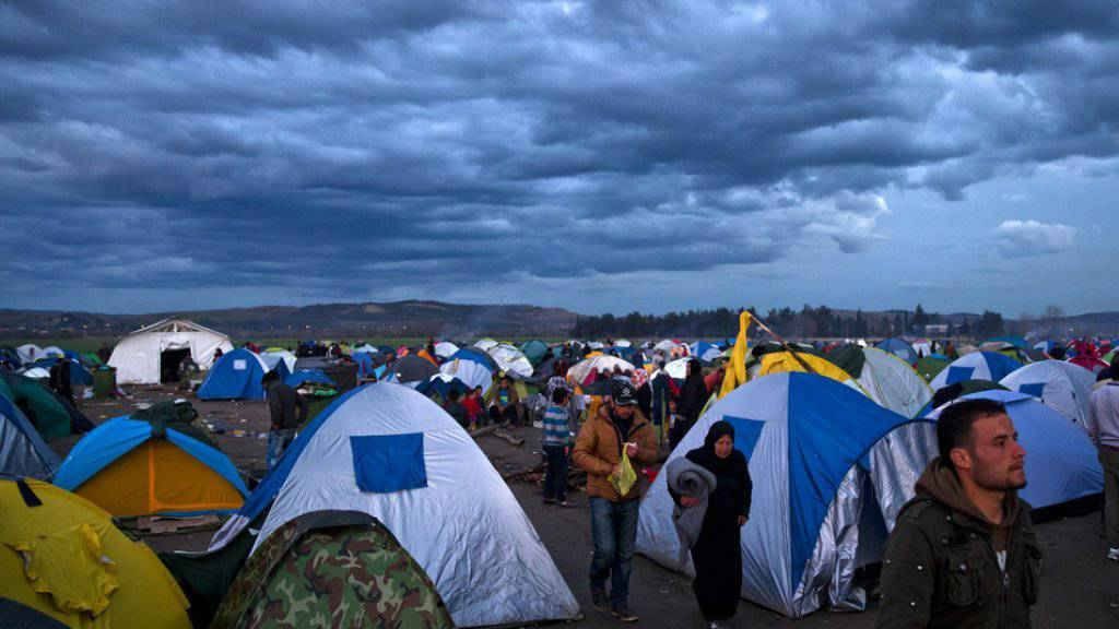 Blick auf das provisorische Flüchtlingslager bei Idomeni an der griechisch-mazedonischen Grenze. Die Menschen seien geschwächt, sagten Mitarbeiter von Hilfsorganisationen Reportern vor Ort