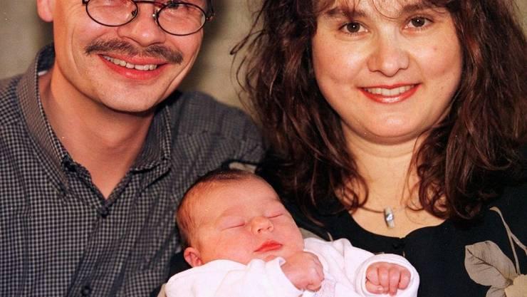 Michelle Kaspar mit ihren stolzen Eltern im Jahr 2000