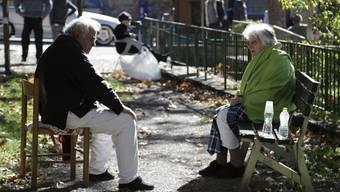 Das Erdbeben in Mittelitalien machte auch viele obdachlos – auch ältere Menschen. Bild: Ausharren im Freien nach dem Beben in Norcia.