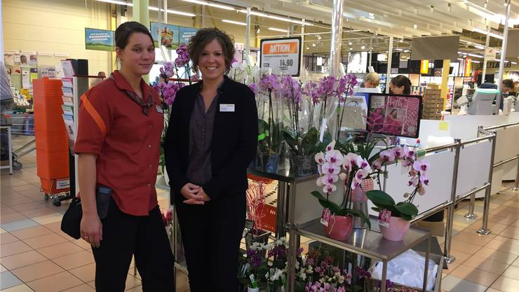 Marktleiterin Barbara Rüegger (39, r.) und ihre Stellvertreterin Jenny Grossmann (31) leiten die Migros Unterentfelden. Sie hat rund 70 Angestellte. urs helbling