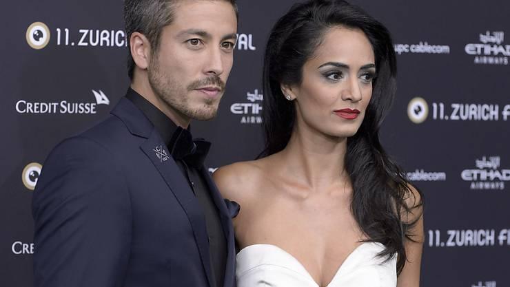 So unglücklich wie hier am Zurich Film Festival gucken Schauspieler Max Loong und seine Verlobte  Sepideh Haftgoli wohl nur selten: Sie besitzen eine frisch renovierte Villa in Beverly Hills, einen Nachtclub in Los Angeles und ein Ferienresort auf Bali - und bald eine Heiratsurkunde. (Archivbild)