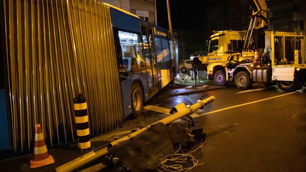 Zug: Drei Verletzte und ein Sachschaden von mehreren Hunderttausend Franken