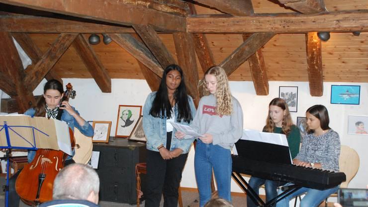 Die Schulband Cool Kids bei ihrem Auftritt im Dorfmuseum Lengnau.