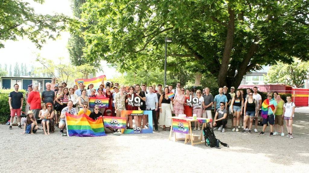 Mit einer Verlobungsfeier wurde im Luzerner Inseli die Kampagne zur «Ehe für alle» lanciert.