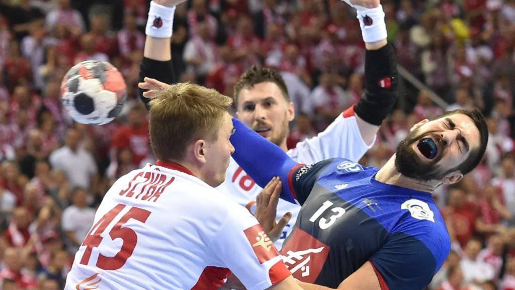 Nikola Karabatic (rechts) setzt sich durch