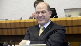 Nach dem Scheitern der Regierungsvorlage nahm Finanzdirektor Anton Lauber den Kanton vorläufig aus der Verantwortung.