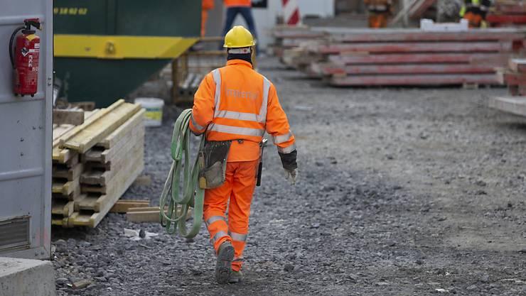 Unter die Stellenmeldepflicht fallen auch Hilfskräfte aus dem Bereich Bau.
