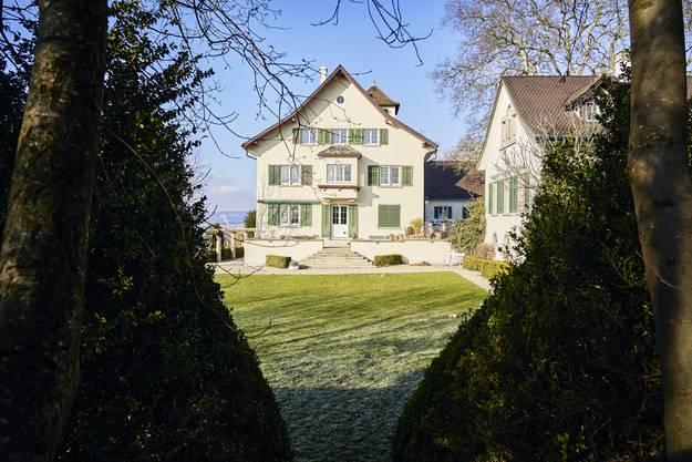 Das alte herrschaftliche Haus bietet Platz für fünf Bewohner und zwei Ferienzimmer.