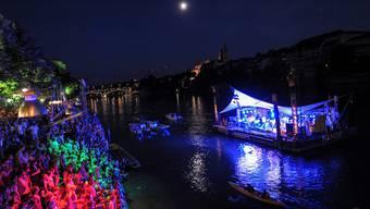 Tausende strömten zu Patent Ochsner an den Rhein.