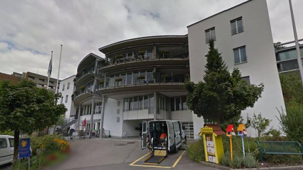 Das Wohnhaus der Stiftung Maihof an der Zugerbergstrasse wird saniert und umgebaut.