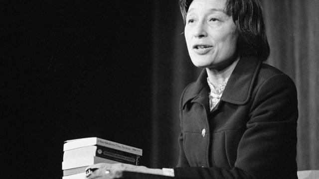 Han Suyin während einer Lesung im Jahre 1972 in Zürich (Archiv)