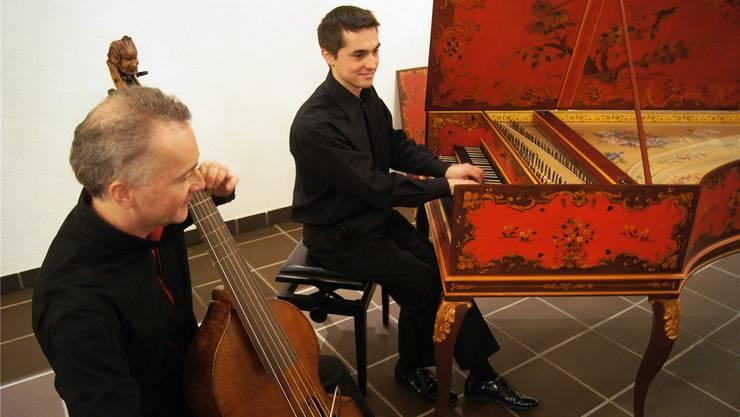 Martin Zeller an der Gambe und Cembalist Vital Julian Frey beim Konzert.