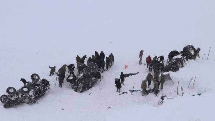 Bei einer Lawine im Osten der Türkei sind mindestens 21 Menschen ums Leben gekommen.