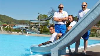 Das Team des Vitamare Freizeitbades mit Betriebsleiter Paul Gürtler in Frick (2. v. l.) eröffnet am 1. Mai die Freibadsaison.  Nadine Böni / Archiv