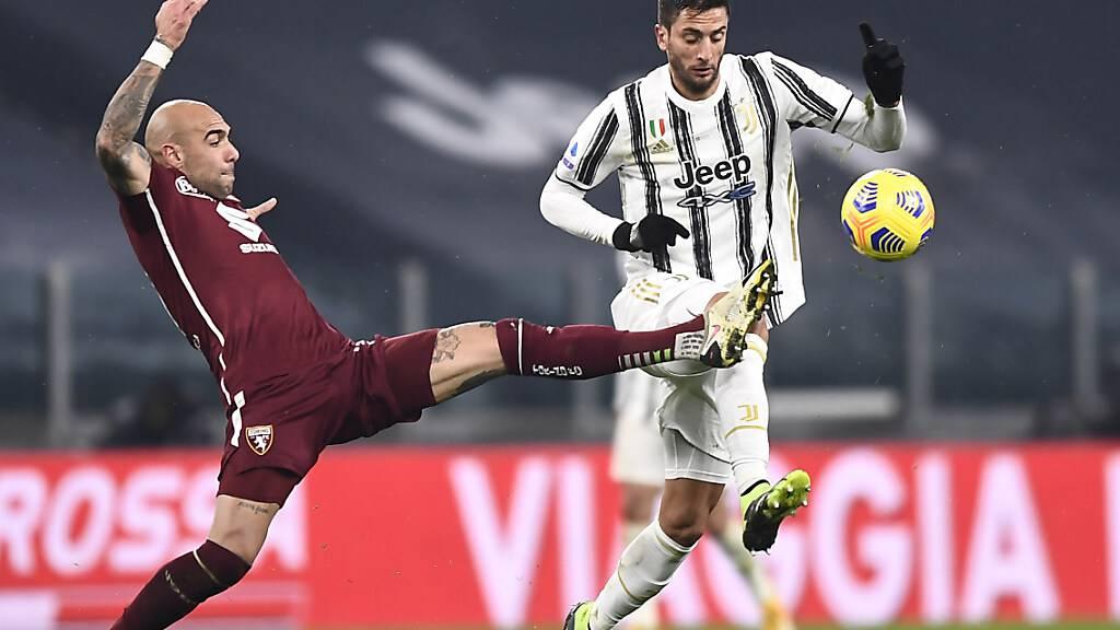 Ein weiteres Mal setzt sich Juventus im Derby durch: Rodrigo Bentancur gegen Torinos Simone Zaza