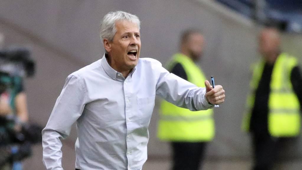 Lucien Favre treibt sein Team im Auswärtsspiel bei Eintracht Frankfurt an