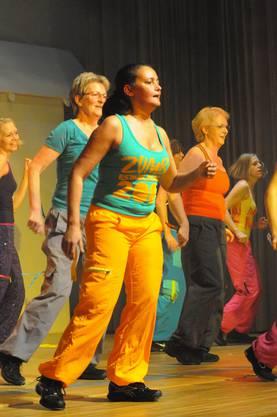 Die Frauenriege tanzt zu den %22heissen Rhythmen%22 Brasiliens