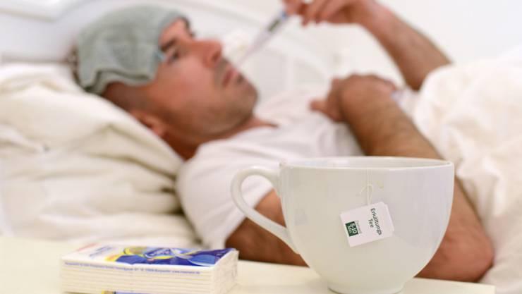 Rund 330'700 Personen konsultierten wegen einer grippeähnlichen Erkrankung einen Arzt. (Archivbild)