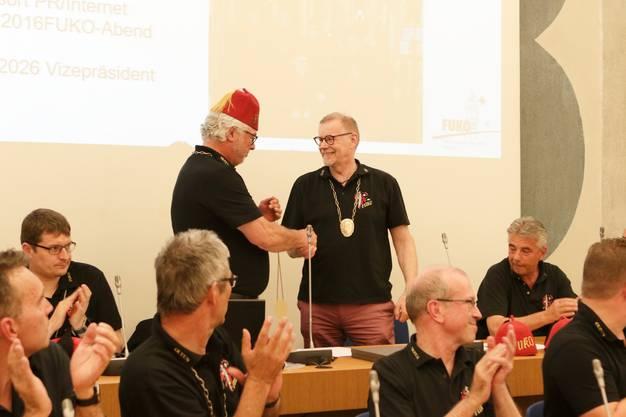 FUKO-Präsident Beat Loosli verabschiedet den FUKO-Rat Josef Ziehlmann.