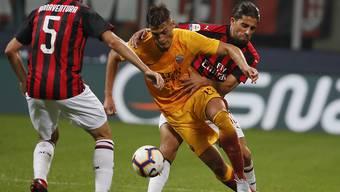 Milans Ricardo Rodriguez verlangt seinem Gegenspieler Patrik Schick alles ab