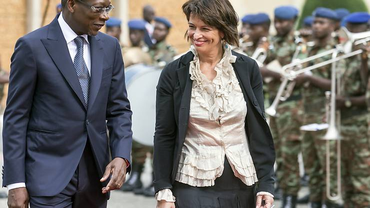Bundespräsidentin Doris Leuthard wird in Cotonou von Benins Präsident Patrice Talon empfangen.
