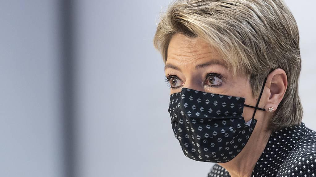 Bundesrätin Karin Keller-Sutter betonte, dass nur wenige Frauen in der Schweiz eine Gesichtsverhüllung tragen.