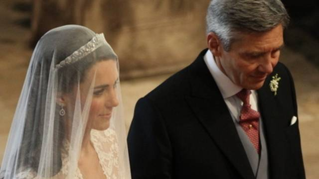 Kate mit ihrem Vater Michael Middleton vor der Hochzeit mit Prinz William in der Kathedrale von Westminster in London