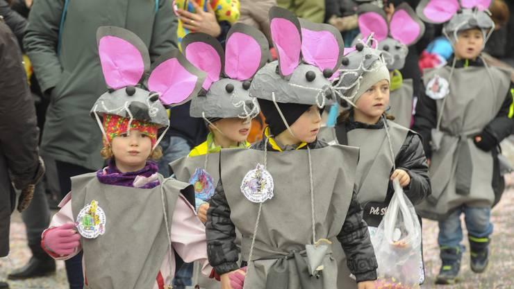 Die Mäuse sind los an der Schulfasnacht Reinach.