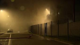 Am Donnerstagabend kam es in einem Sperrgutbunker in Wallisellen zu einem Brand. Dies löste ein Grossaufgebot der Rettungskräfte aus.