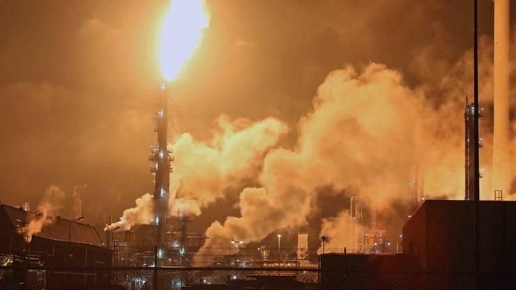 In Europas grösster Raffinerie ist in der Nacht zum Sonntag ein Feuer ausgebrochen.