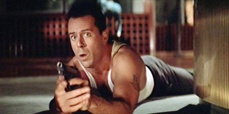 Bruce Willis kriecht an Weihnachten im Unterhemd durch Luftschächte und jagt Terroristen mit 80er-Föhnfrisur. Als Bonus gibt's Alan Rickman als Oberschurken Hans Gruber und einen der besten Oneliner: Yippee Ki Yay, motherf*****.