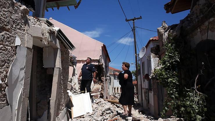 Trümmer nach dem Erdbeben auf der griechischen Insel Lesbos. Gerüchte über ein bevorstehendes Riesenbeben verunsichern nun die Inselbewohner. (Archiv)