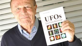 «Revolution im Denken des Homo sapiens»: Hans Rudolf Zeller präsentiert sein letztes, 2011 erschienenes Buch. bz-Archiv