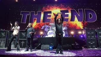 Der Schwanengesang von Black Sabbath im Hallenstadion Zürich (von links) Schlagzeuger Tommy Clufetos, Bassist Geezer Butler und der «Prince of Darkness», Leadsänger Ozzy Osbourne. Gitarrist Tony Iommi ist nicht auf dem Bild.