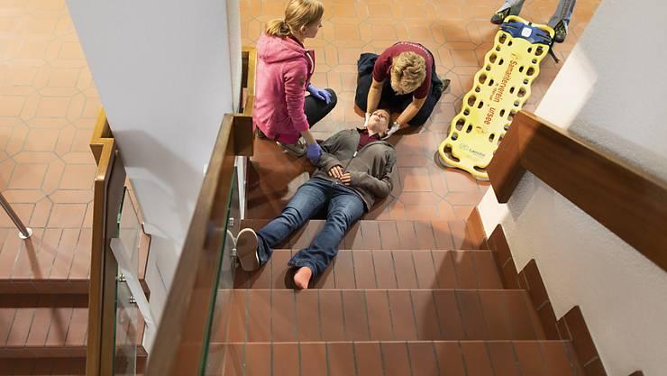 Die häufigste Todesursache bei Nichtberufsunfällen in der Schweiz sind Stürze, oft auf Treppen. (Themenbild)