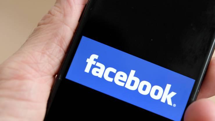 In Frankreich sorgt eine sexistische Facebook-Gruppe von Journalisten für Schlagzeilen. (Symbolbild)
