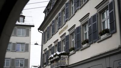 Die Privatband Notenstein La Roche streicht 12 Stellen.