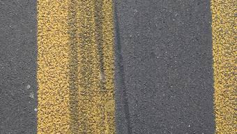 Nach einem Unfall ergriff ein Autofahrer die Flucht. (Symbolbild)