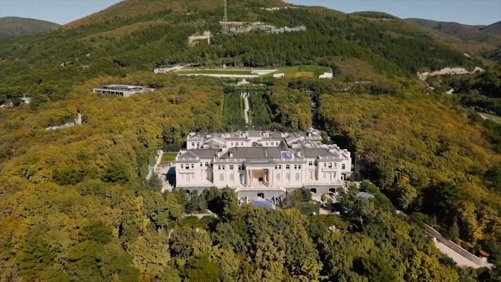 Fast 40 Mal so gross wie Monaco: Ist das Putins Luxuspalast?