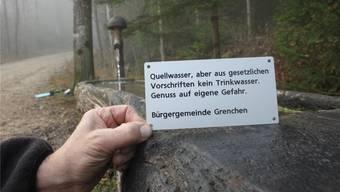 Dieses Schild muss an allen Brunnen befestigt werden. Das verlangt der Kanton. Zu viel des Guten für die Bürgergemeinde.