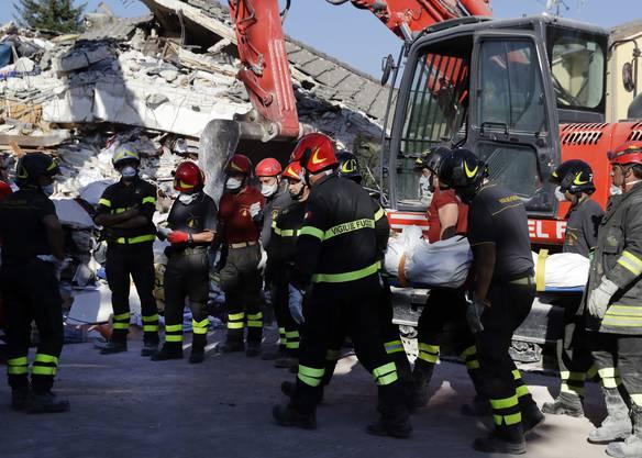 Nach der Erdbebenkatastrophe ruft Italien den Notstand aus (8)