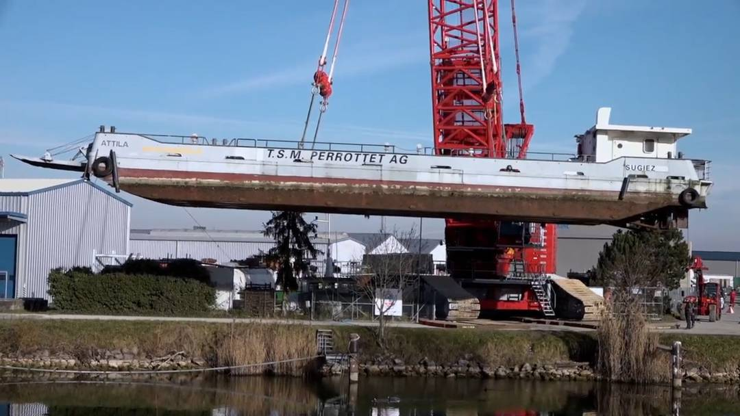 """Schiffstransport: Die """"MS Attila"""" wird ausgewassert"""