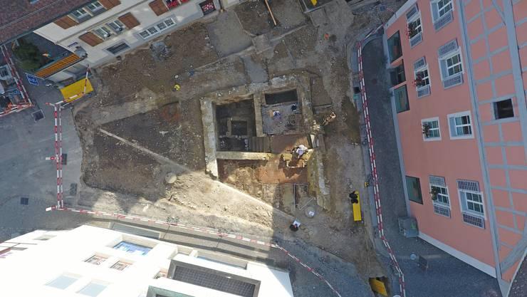 Obwohl die Ausgrabungen ein Fund von nationaler Relevanz sind, wird heftig darüber diskutiert, wie es mit dem einstigen Badhaus weitergehen soll.